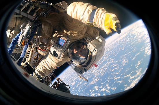Зарплаты космонавтам хотят повысить