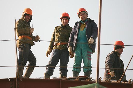 Кабмин просят упростить въезд мигрантов для работы на стройках