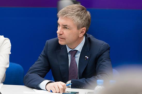 Ревенко предложил на платной основе привлекать студентов для замены в школе