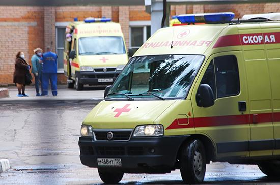 Самарским медикам передали ключи от 70 новых машин скорой