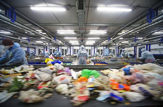 Нагрузка по уничтожению мусора должна быть на производителях, считает Путин