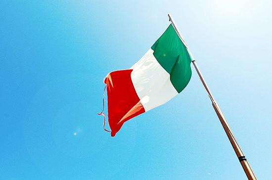 В сенате Италии прервали заседание из-за протестов против постановки правительством вопроса о доверии