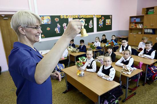 «Единая Россия» хочет обсудить с кабмином зарплаты учителей