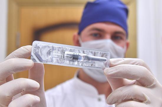 Гинцбург: к концу осени от коронавируса могут привить около 70-80% граждан