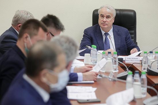 Завальный: отмена демпферного механизма приведёт к нестабильности цен на топливо