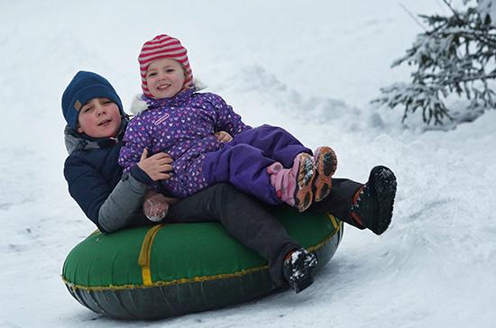 В ПФР поторопили желающих получить выплаты на детей до Нового года