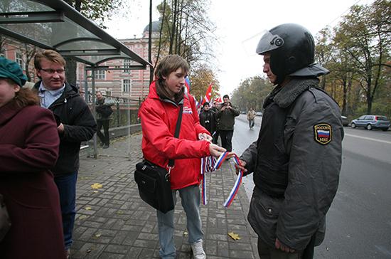 Журналисты не смогут агитировать и собирать подписи на митингах