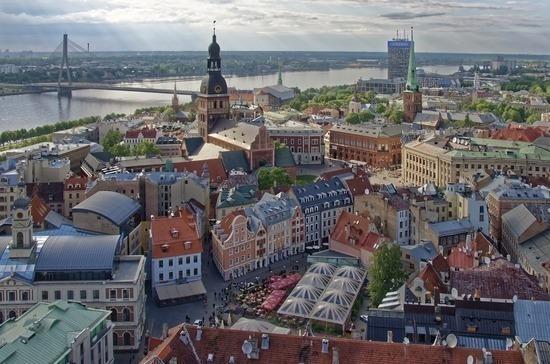 В Латвии с вечера 30 декабря вводится комендантский час из-за COVID-19