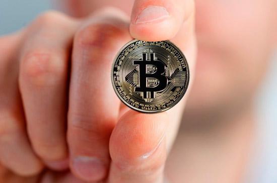 Курс биткоина впервые превысил 30 тыс долларов
