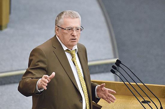 Жириновский предлагает лишать прав за привязанные к автомобилям «ватрушки»