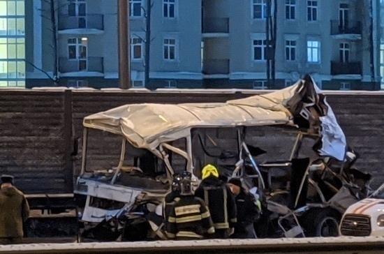 В Подмосковье арестовали водителя грузовика, врезавшегося в колонну военных автобусов