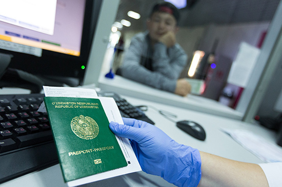 В Госдуму внесли проект о запрете на депортацию семейных мигрантов-нарушителей