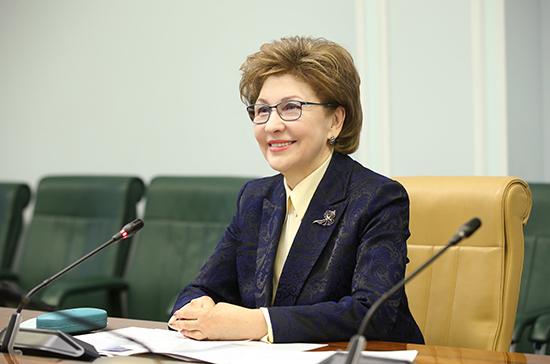 Карелова: расширение списка профессий для женщин даст возможности для развития