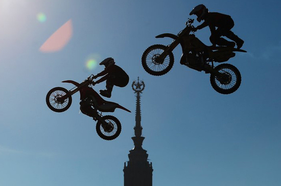 В Госавтоинспекции поддержали идею скорректировать ПДД для мотоциклистов