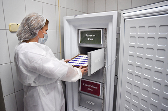 СМИ: вакцина из России может подавить пандемию коронавируса
