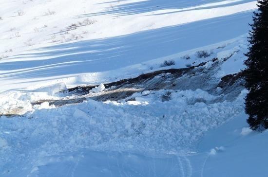 Спасатели обнаружили тело погибшего при сходе лавины в Донбае