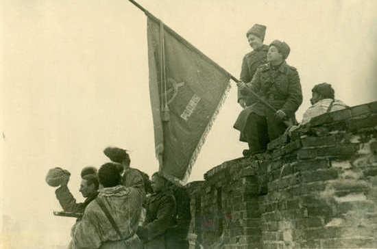 Новгородцы празднуют освобождение города от немецко-фашистских захватчиков