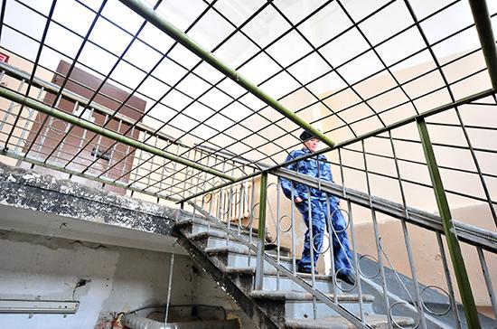 Сотрудникам тюрем хотят повысить предельный возраст службы