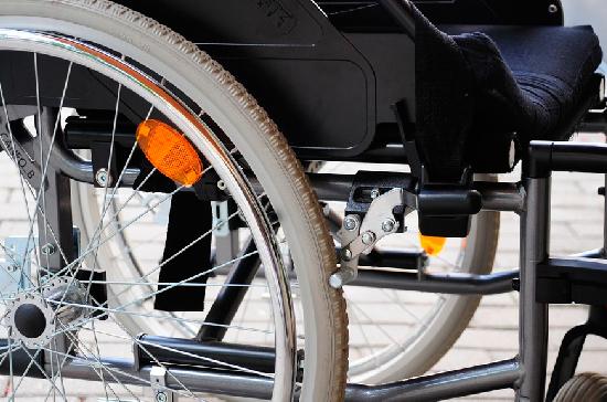 Ухаживающим за инвалидами I группы хотят предоставить право на дополнительный отпуск