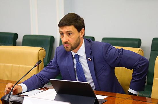Синицын оценил идею снижения транспортного налога для экологичных автомобилей