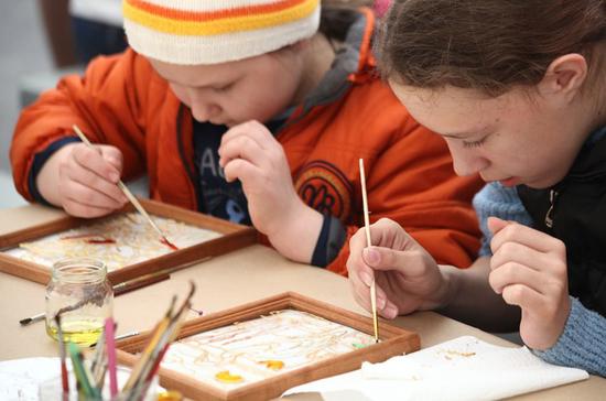 В России утвердят нормативы охвата детей программами в сфере искусства