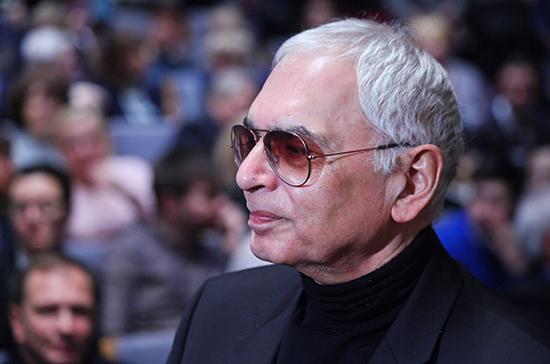 В программе показа отечественного кино в школе может быть до 200 фильмов, считает Шахназаров