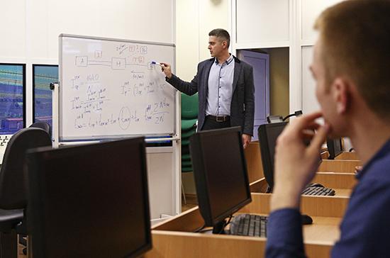 За классное руководство в колледжах предлагают ввести доплаты