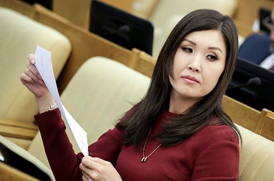 Мукабенова оценила предложение сделать идентификацию детей в соцсетях обязательной