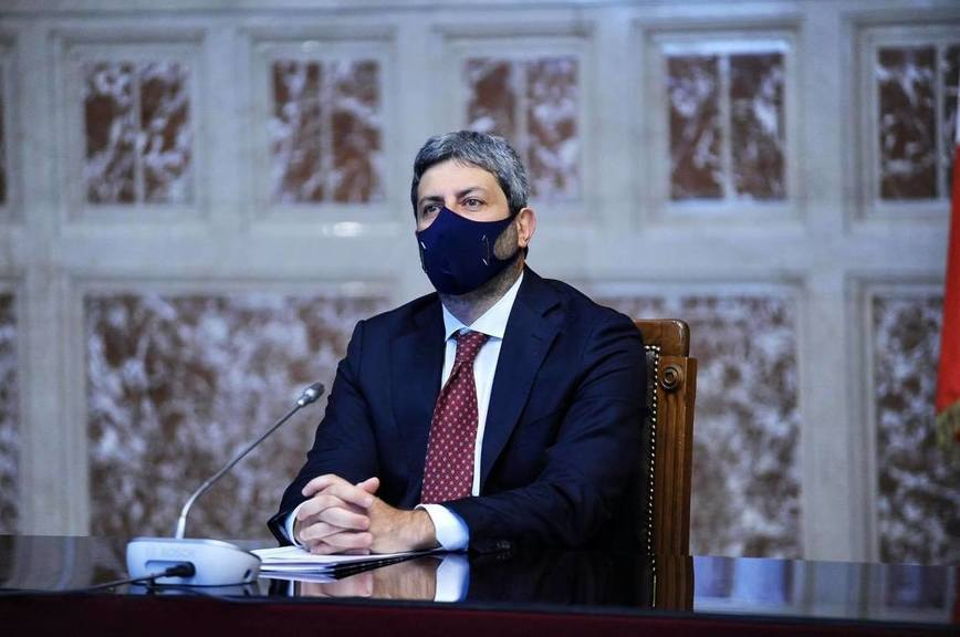 Спикеру палаты депутатов Италии поручили найти в стране правящее большинство