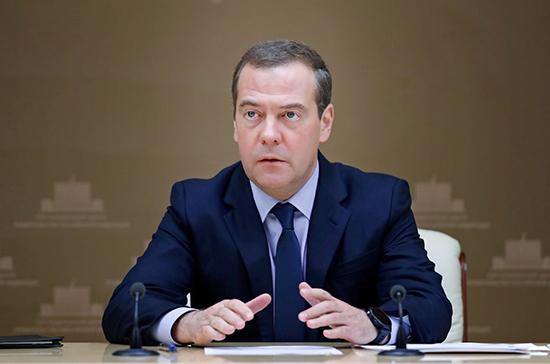 Медведев допустил отключение России от глобального Интернета