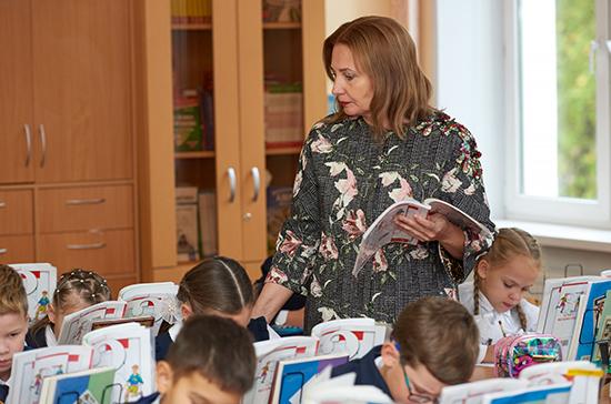 Российских учителей не будут принуждать вести соцсети, заявили в Минпросвещения