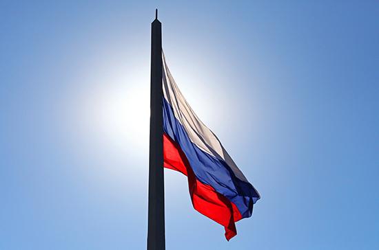 Депутат рассказал, кому принадлежат авторские права на гимн России