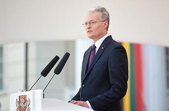 Президент Литвы требует ввести санкции против России
