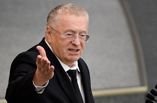 Жириновский предложил уменьшить объём бутылок с питьевой водой на столах депутатов