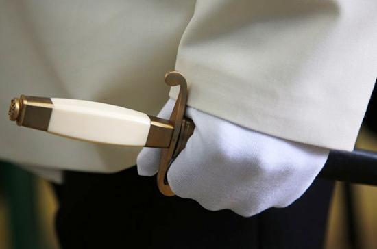 Отставным офицерам разрешат хранить кортики без сейфа и разрешения