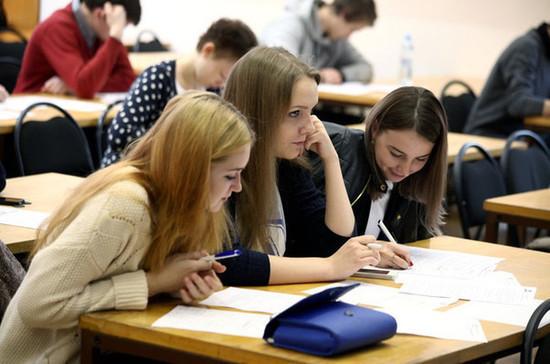 Минтруд: учет студентов в составе семьи при расчетах для пособий не означает новых выплат