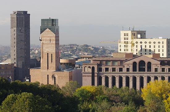 В результате землетрясения в Ереване пострадал один человек, сообщил Пашинян