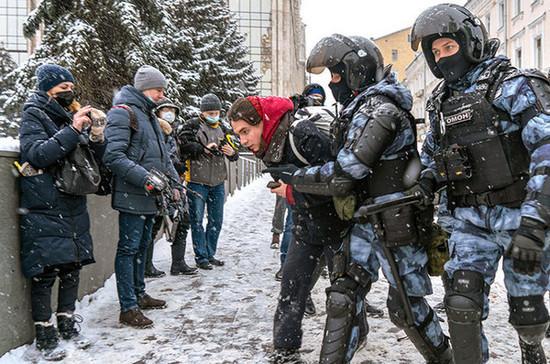 В России вырастут штрафы за неповиновение полиции на митингах