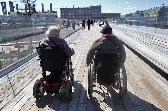 Депутат попросила вернуть инвалидам деньги за протезы и коляски