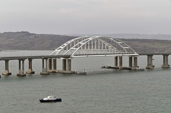 Крымский мост закрыли из-за снегопада