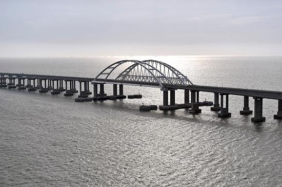 Движение по Крымскому мосту снова закрыли из-за непогоды