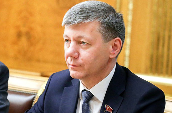Новиков назвал репрессивными санкции Украины против Медведчука