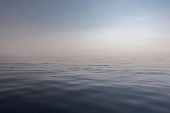 В Баренцевом море рыболовецкий траулер подал сигнал бедствия