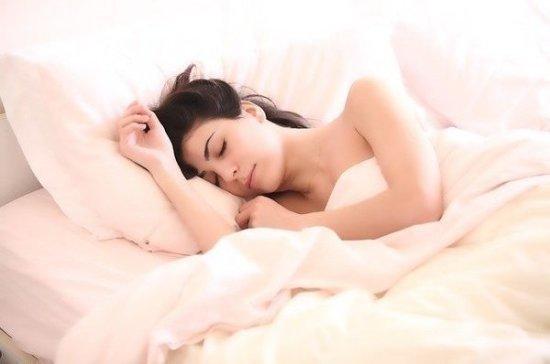 Врач рассказала о зависимости здоровья кожи от качества сна