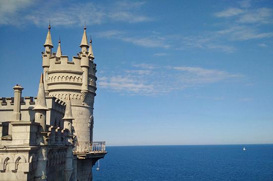 Украина должна Крыму миллиарды долларов, заявил Константинов