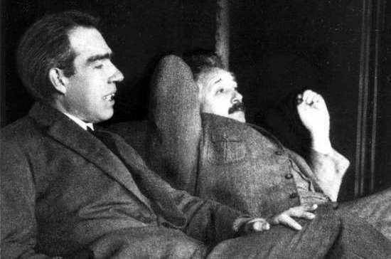 О чём поспорили Нобелевские лауреаты Альберт Эйнштейн и Нильс Бор