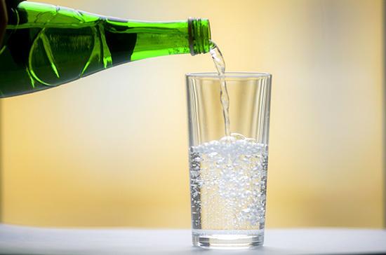 В России рассматривают возможность введения маркировки воды в три этапа