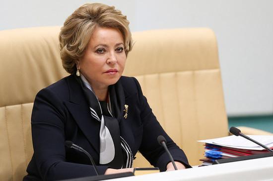 Россия будет открывать границы постепенно, сообщила Матвиенко
