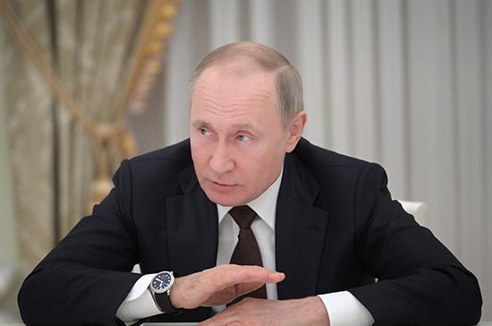 Путин поручил бороться с вовлечением подростков в незаконные акции