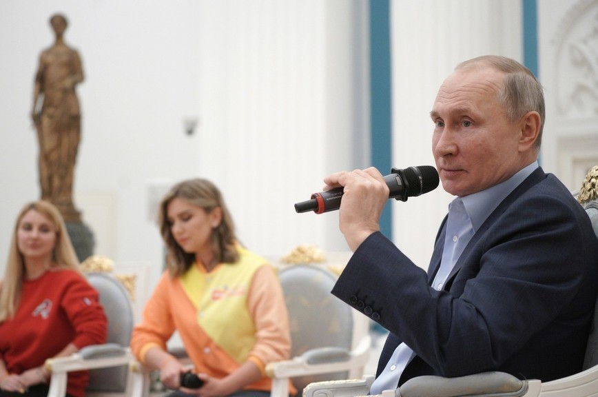 Путин призвал занимать молодежь позитивным контентом